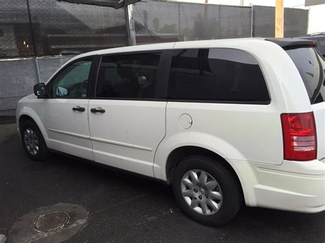 how does cars work 2007 chrysler town country seat position control 2007 chrysler town country overview cargurus