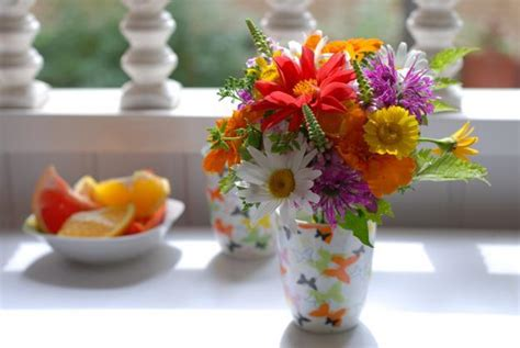 simple flower arrangements for tables 25 beautiful flower arrangements for simple and meaningful