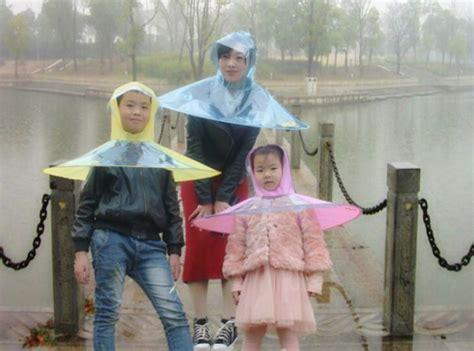 bukan baju ini bukan baju angkasawan tapi baju hujan payung baju