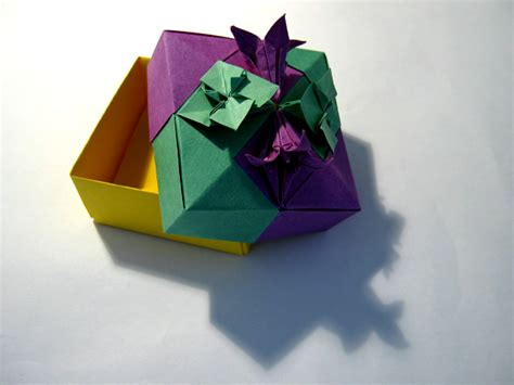 Modern Origami Paper - origami maniacs tomoko fuse great origami artist in the