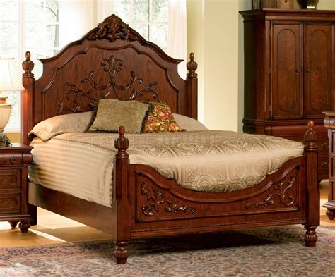 Antique Cherry Bedroom Furniture Cherry Finish Classic Antique Style Bedroom With Carving Details
