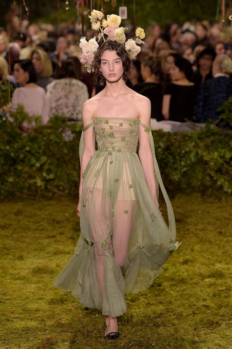 Spring 2017 dior couture spring 2017 thefashionistyle