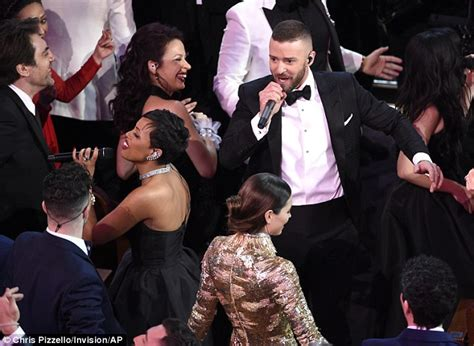 Biel Half Makes For Great Comedy by Oscars 2017 Justin Timberlake Kicks Show With Medley