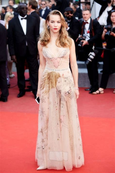 Desain Gaun Red Carpet | cannes red carpet disaster gaun dior ini dikenakan oleh