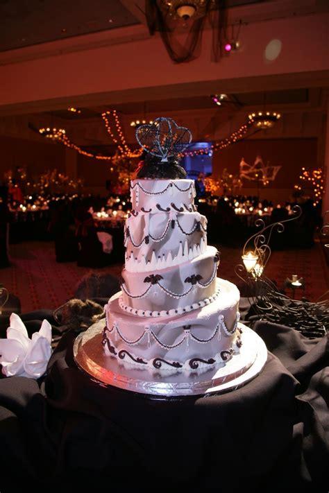 5 enchantingly amazing disney wedding cakes themes