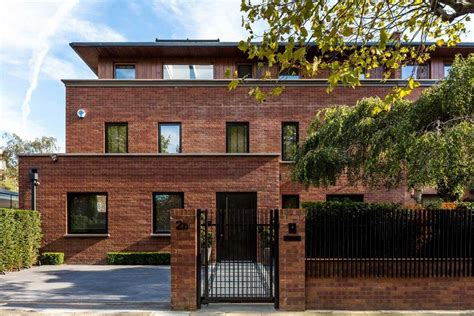 london brick house accommodates  generations   family