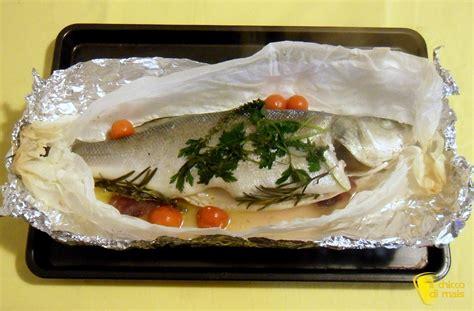 pesci da cucinare pesce al cartoccio con aromi ricetta semplice