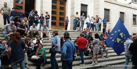 mobilita in deroga regione calabria cosenza ex percettori mobilit 224 in deroga protestano
