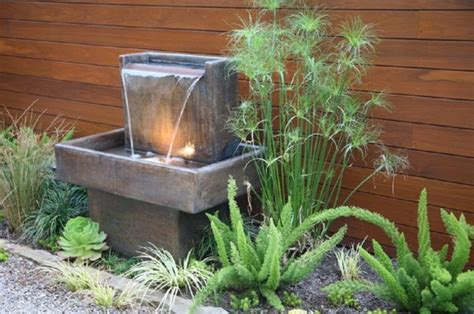 small backyard water feature ideas fontaine murale ext 233 rieure pour jardin terrasse et piscine
