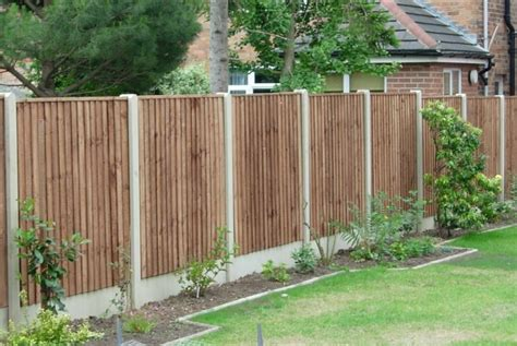 Wooden Garden Fence Fencing Essex Garden And Commercial Fencing Installation
