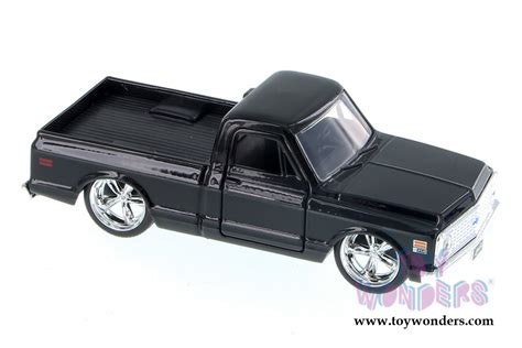 Diecast Chevy Cheyenne 1972 Hitam 1953 chevy 97007 1 32 scale toys wholesale