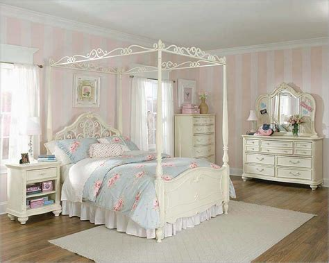 lea jessica mcclintock vintage panel bedroom collection included in this set lea jessica mcclintock panel bed in