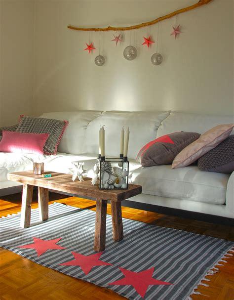 adventskranz schmücken wohnzimmer grau streichen