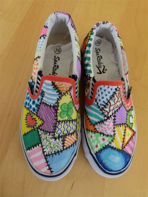 Decorated Shoes by 25 Best Ideas About Sharpie Shoes On Dye