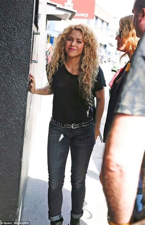 Shakira To Wed In September by Shakira And Gerard Pique Hit By Split Claims Daily Mail