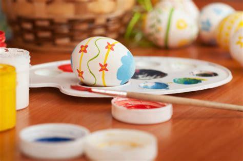 decorare bambini uova di pasqua da decorare per bambini tutto mamma