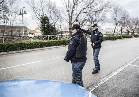 ufficio immigrazione pesaro fanoinforma urbino rapina a mano armata alle poste l