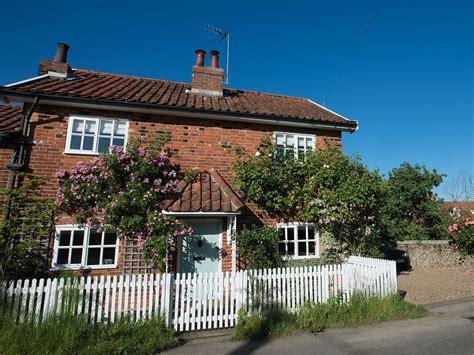 e17173 pretty cottage southwold in location