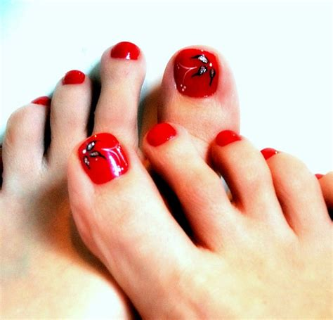 whays the latest in toe nail polish latest trends for foot nail art designs for girls 2016