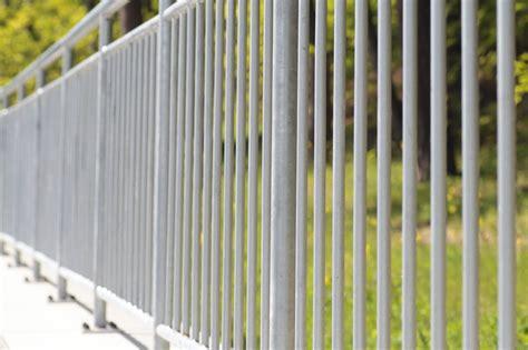 Metall Lackieren Sprühen Oder Streichen by Metallgel 228 Nder Streichen 187 Anleitung So Wird S Gemacht