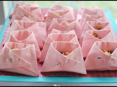 Baby Shower Lollies by Baby Shower Idea Serviettes Folded Like Nappies