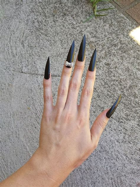 Sexy long stiletto fingernail photos