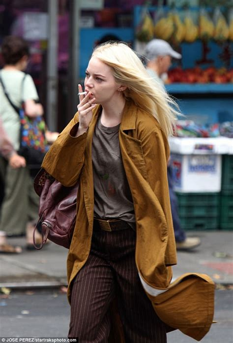 emma stone daily mail emma stone gets into character while filming in new york