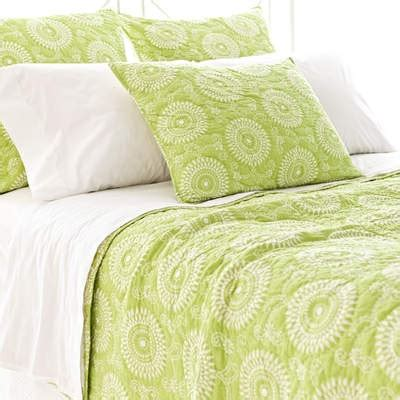 lime green coverlet top 25 ideas about lime green bedding on pinterest