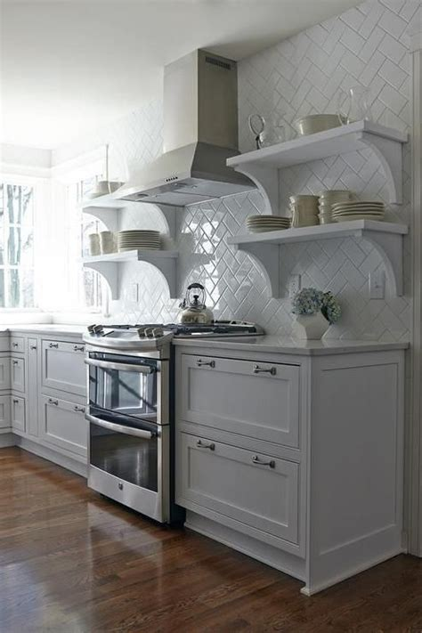 white subway tile backsplash laid    herringbone