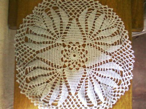carpeta cuadrada tricolor tejida en crochet patrones en crochet carpetas bonitas en crochet lirio de 1953 con volantes