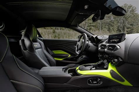 aston martin interni the new 2018 aston martin vantage revealed in pictures by