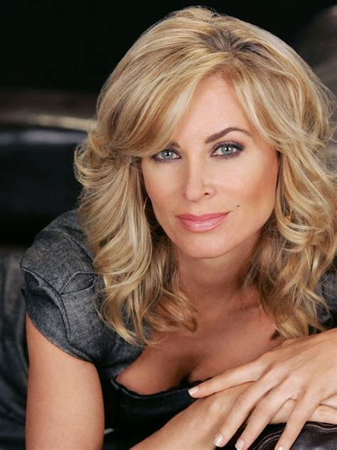 eileen davidson s hair color brown and blonde eileen davidson s hair has all 3 color cut and style