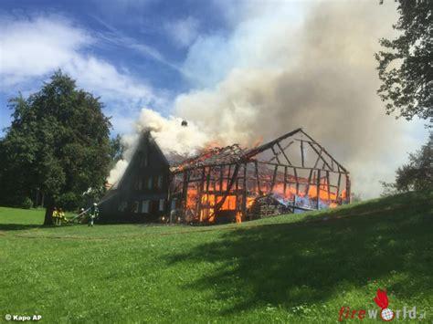 Scheune Schweiz by Schweiz Unkraut Verbrannt Brennende Scheune Erfasst Auch