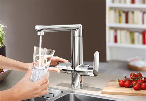 acqua frizzante a casa dal rubinetto in cucina acqua fresca liscia o gassata direttamente dal