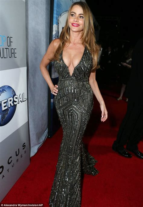 Dres Big Sofia sofia vergara showcases figure in plunging