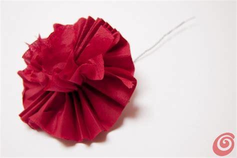 fiori fatti con tovaglioli di carta fiori di carta creare il garofano casa e trend