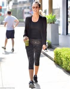 cycle house west hollywood jessica alba cools down with a smoothie ahead of vanity fair s oscars bash daily