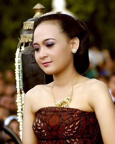 Jurnal Perempuan 47 Mengapa Perempuan Menolak mengapa lelaki malaysia suka kahwin wanita indonesia waduh panas nih dunia lelaki wanita