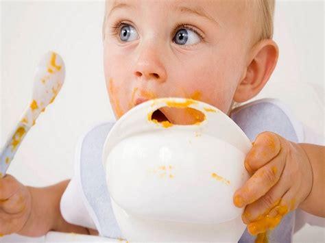 alimentazione neonato 3 mesi neonato 10 mesi sviluppo peso alimentazione e sonno