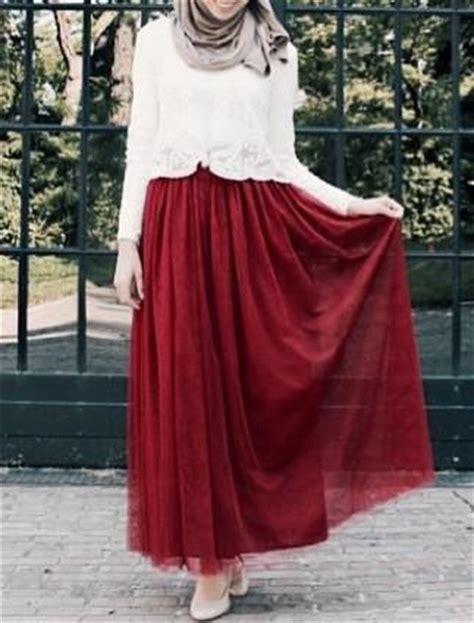 maroon tulle maxi skirt delicate hijabi