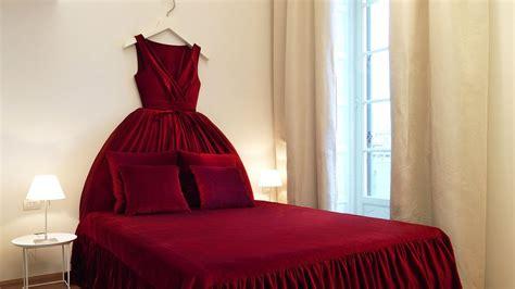 008463 07 Red Dress Bed Push Pr