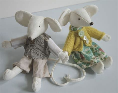 pattern for felt rat free mouse pattern and clothes via mollie makes magazine