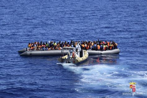 refugee migrant rescue boat refugee crisis 2016 somalia bans citizens from traveling