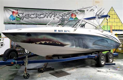 cartoon boat wraps great white shark boat wrap geckowraps las vegas