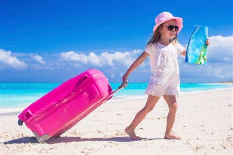 cosa portare in vacanza al mare vacanze al mare cosa mettere nella valigia bambino