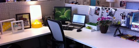 Cubicle Decor by 10 Simple Awesome Office Decorating Ideas Listovative