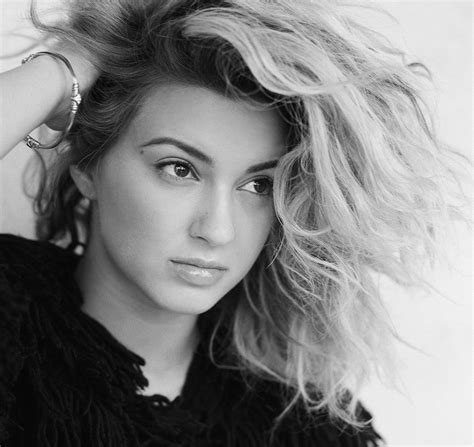 what side does tori kelly part her hair what side does tori kelly part her hair photos tori