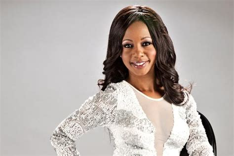 kelly khumalo s recent hairstyle kelly khumalo leaves jail to appear in court zalebs