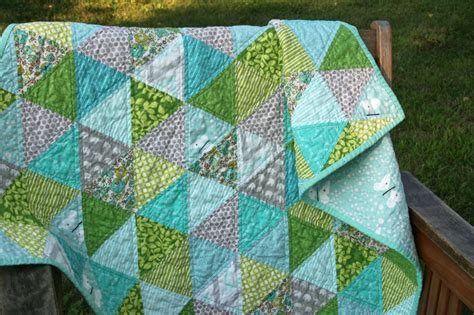 Quilting With Triangles by The Robyns Nest I Also Quite Fancy A Quilt With