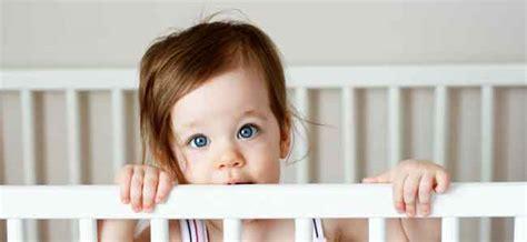 bebes en la cuna cambio beb 233 de la cuna a la cama
